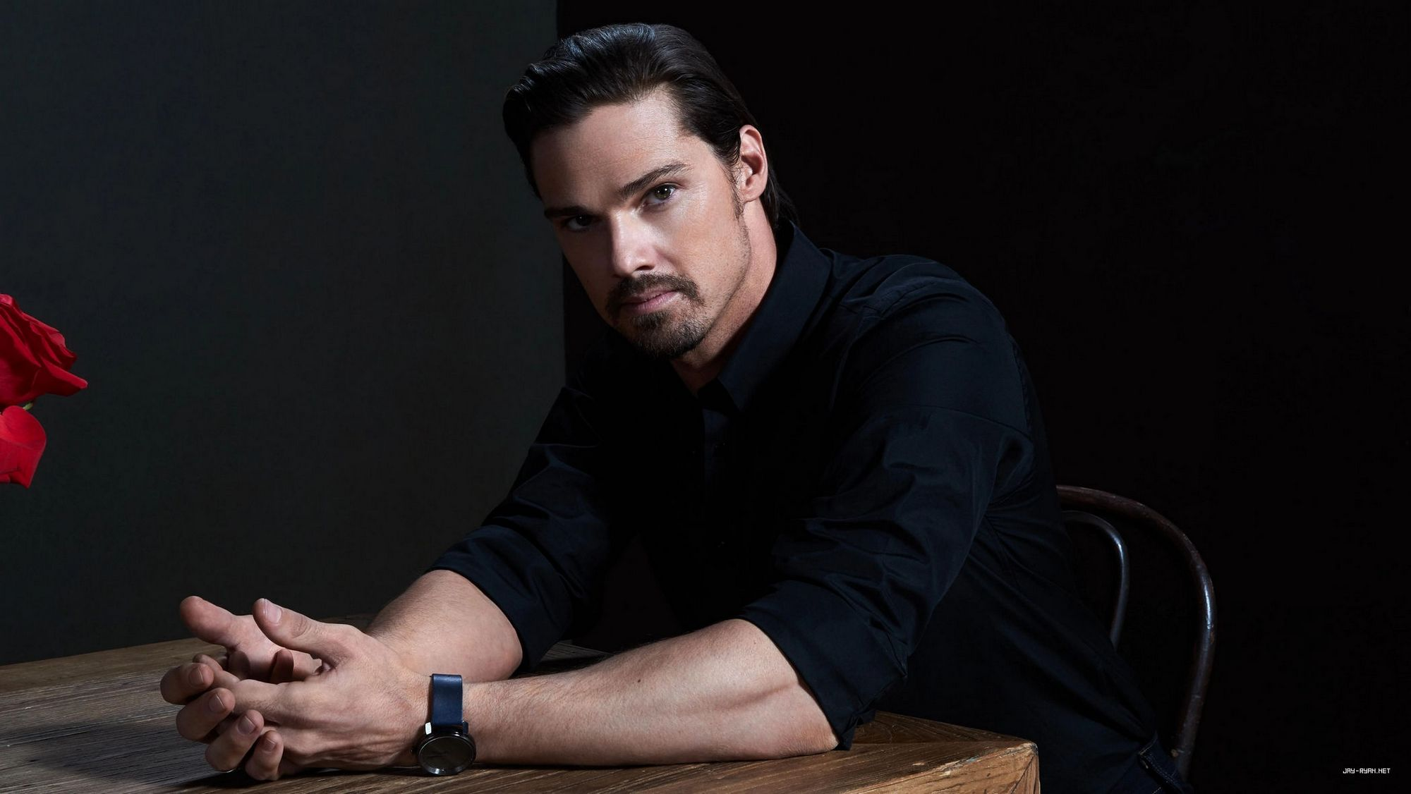 Press/Photos: 'Scaredy cat' Jay Ryan faces menacing clown in IT Chapter Two